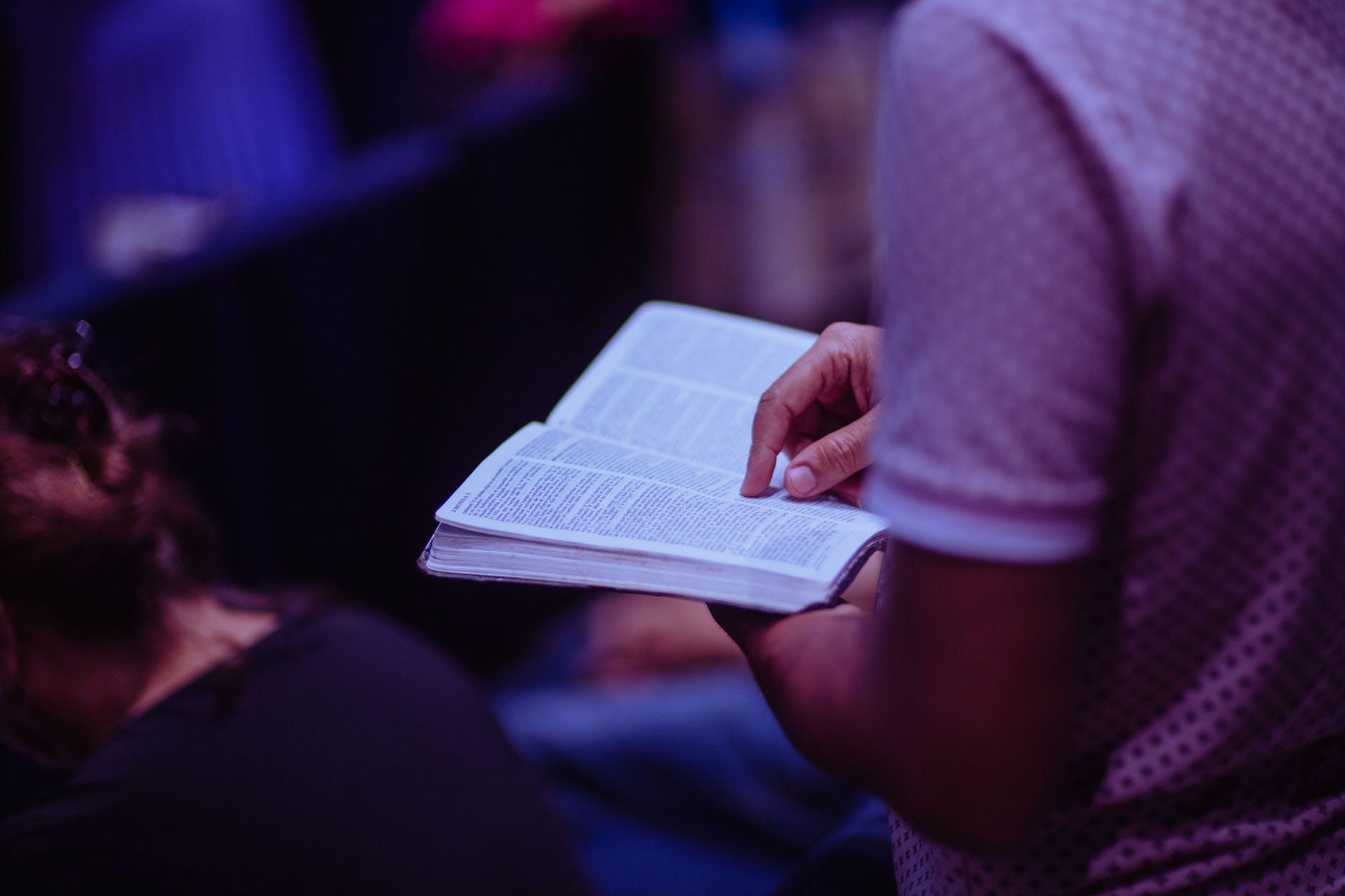 """""""A felicidade se encontra nos bens espirituais: tesouros que servem para edificar a vida eterna"""""""